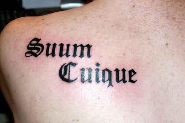 Каждому своё на латыни тату на спине